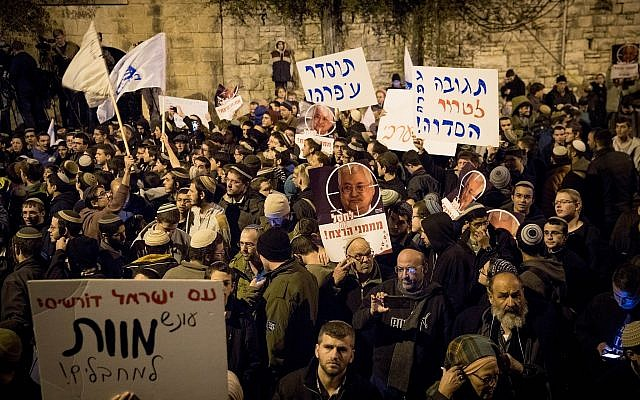 right-wing-settlers-protest-in-front-of-netanyahu-residence